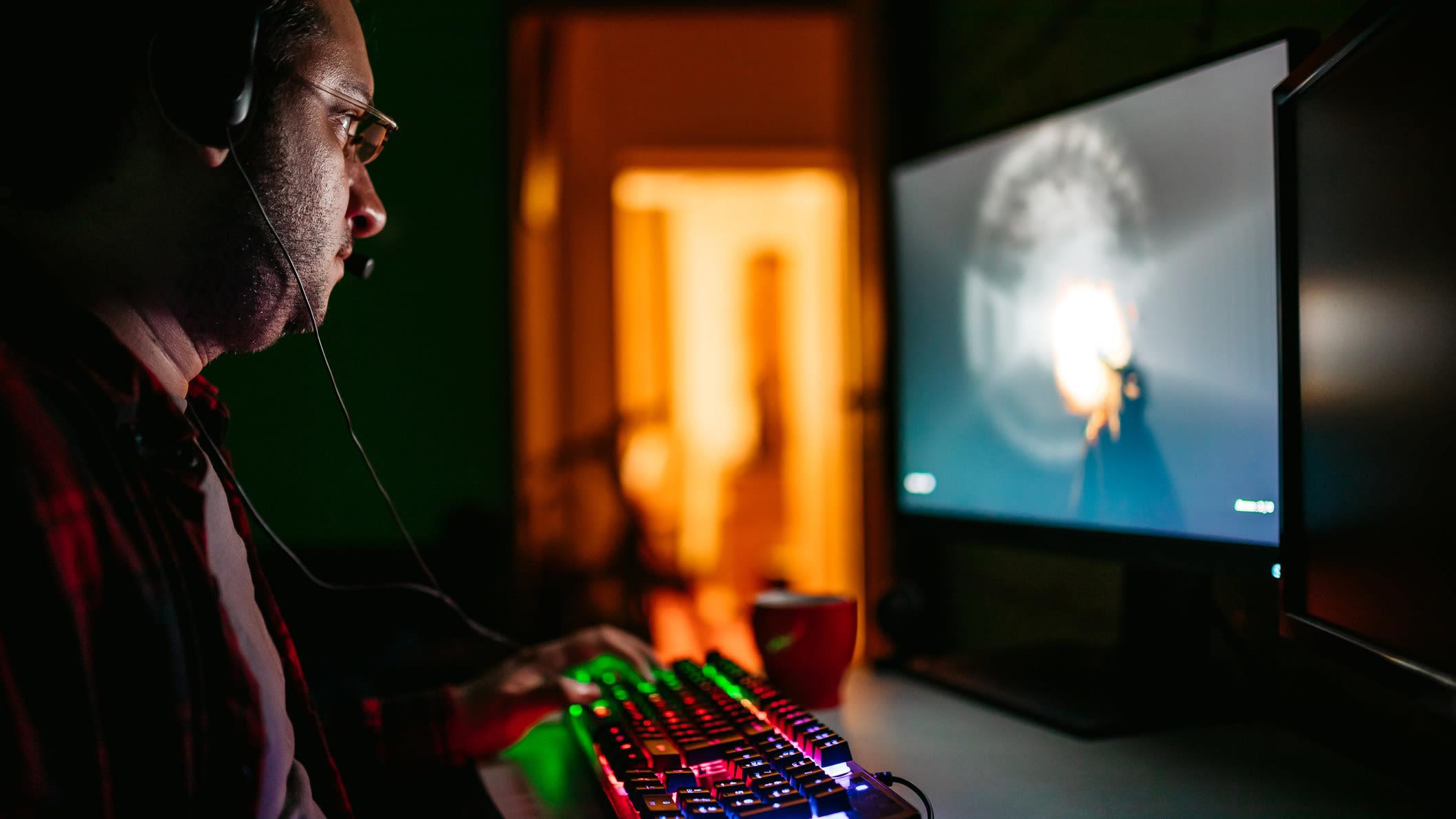 Entertainment, Gaming, Tastatur, Headset, Comptuerspiel Urheberrecht: GettyImages / urbazon